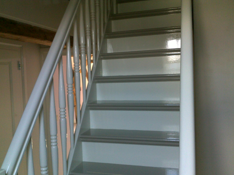 Schilderwerken ooms schilderen houten trappen schilderwerken ooms - Schilderen muur trap ...